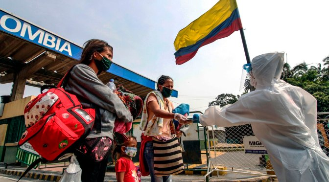 Tercera ola de covid lleva a Colombia a un récord diario de 440 muertes