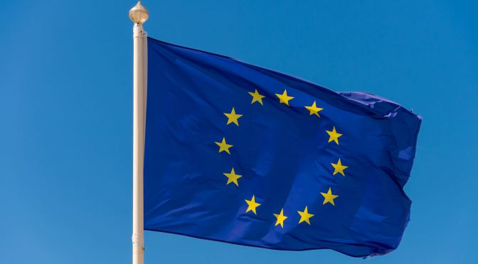 Comisión Europea finalizará los contratos de vacunas con AstraZeneca y J&J