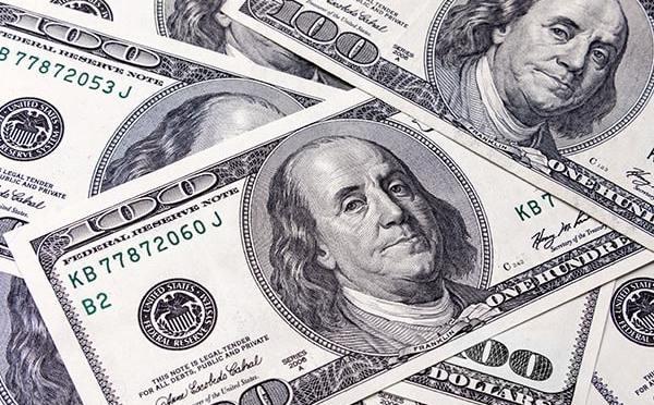 Dólar se estabiliza después de la caída del lunes