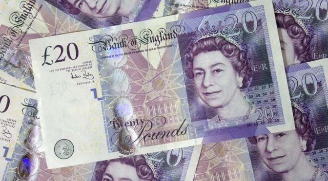 Libra esterlina cae frente al euro a un mínimo de 7 semanas
