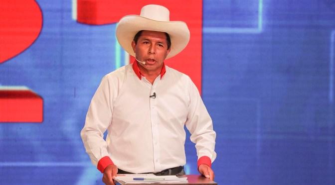 Pedro Castillo aventaja con más del doble de votos a Keiko Fujimori en elecciones de Perú según un sondeo