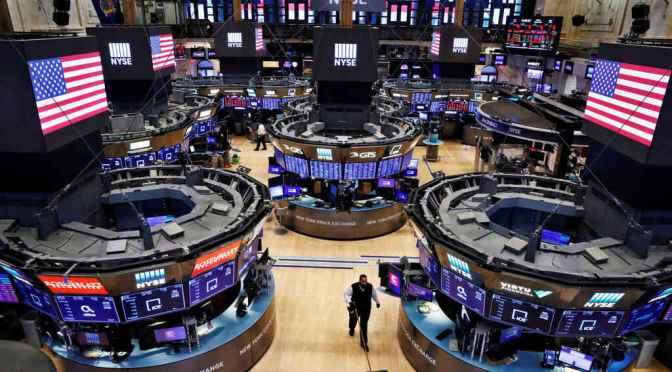 S&P 500 y Nasdaq se manejan a la baja en la jornada de cierre de semana