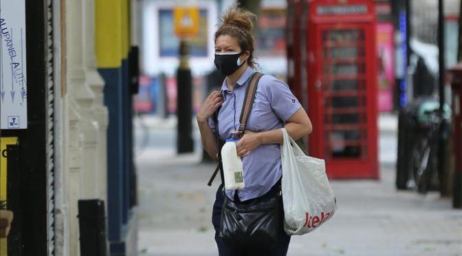 Reino Unido lanza programa de pruebas masivas para rastrear casos de COVID-19
