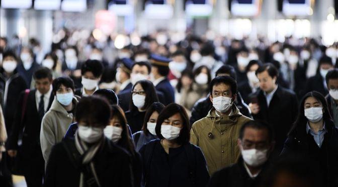 Japón cierra grandes almacenes, bares y teatros por COVID-19