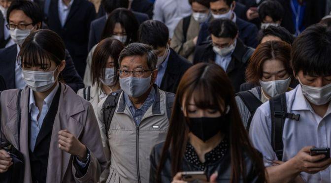 Japón amplía el estado de emergencia tras autorizar vacunas