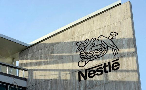 Nestlé bajo observación por venta de productos poco saludables