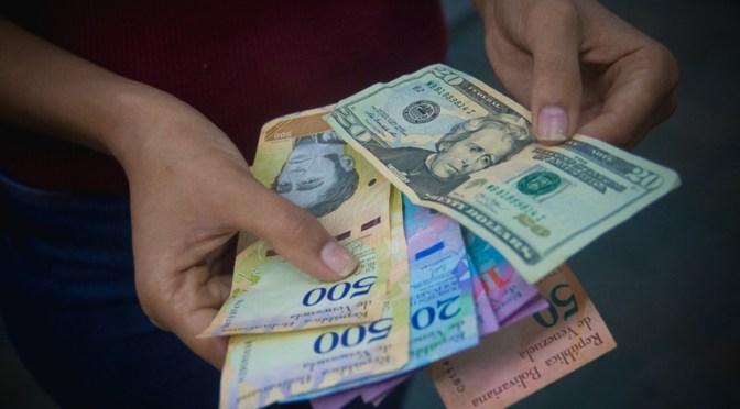 Venezuela sube el salario mínimo en cuarto año de hiperinflación