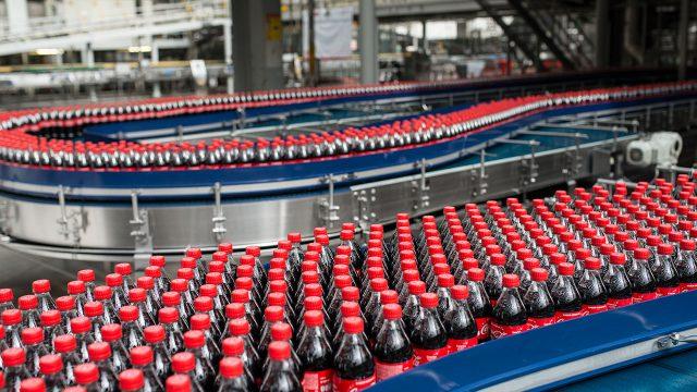 Coca-Cola anunció que detendrá la fabricación de bebida energética en América del Norte