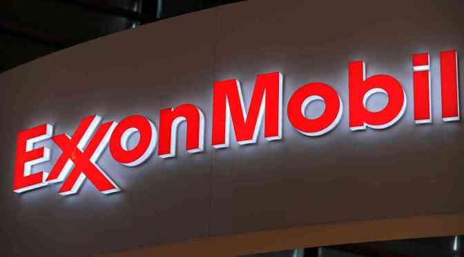 Activistas climáticos instan a BlackRock y Vanguard a votar en contra de los directores de Exxon