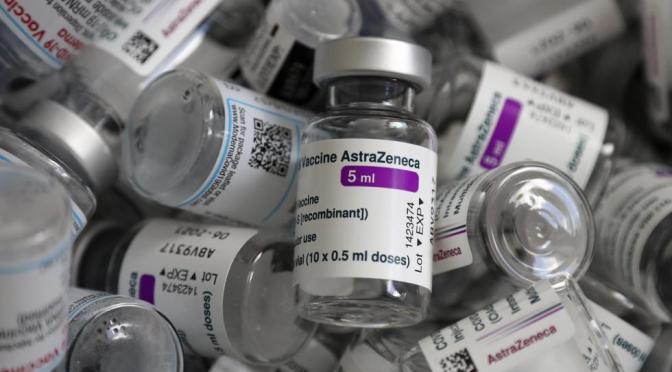 Unión Europea desaconseja la segunda inyección de AstraZeneca para personas con coágulos de sangre