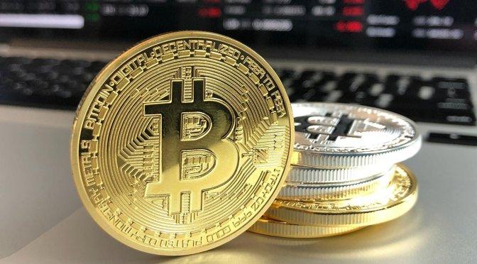 Bitcoin cae a un mínimo de tres semanas