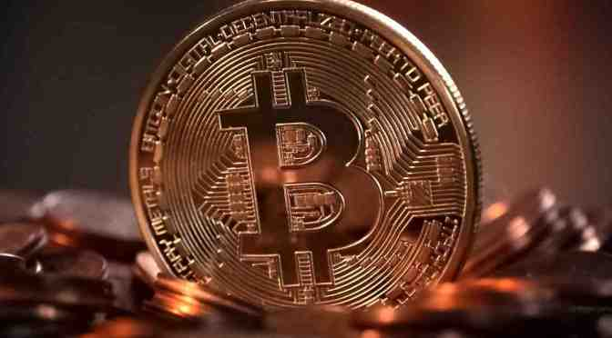 Bitcoin cae un 5.71 % para situarse en 35,210 dólares