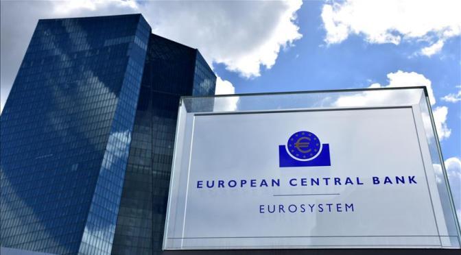 """BCE levanta las perspectivas de recuperación, pero mantiene la """"mano firme"""" en el estímulo"""