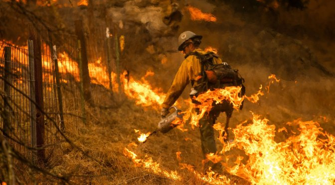 Ola de calor dificulta combate de incendios en California