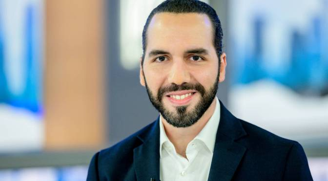 Bukele busca un aumento al salario mínimo del 20% en El Salvador