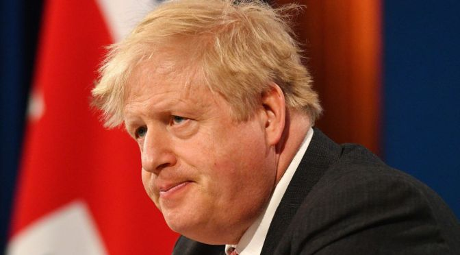 Primer Ministro del Reino Unido promete abordar el abuso racista en línea