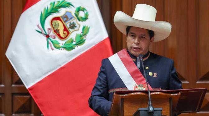 Perú estrena gabinete sin ministros de Economía y Justicia