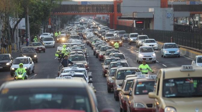 Comerciantes minoristas sobreestiman uso del automóvil