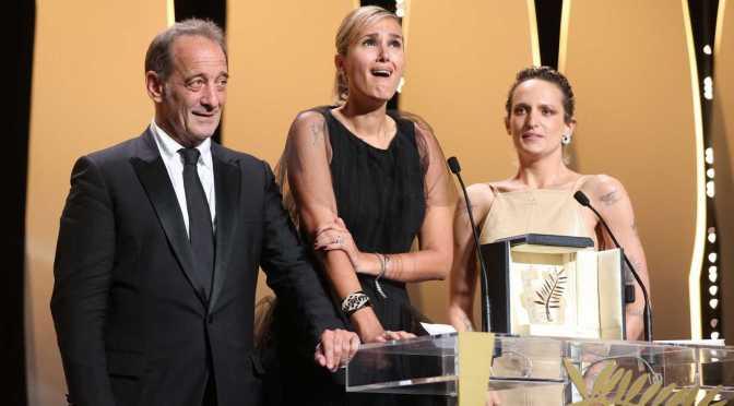 """Titane"" de Julia Ducournau gana la Palma de Oro en Cannes"