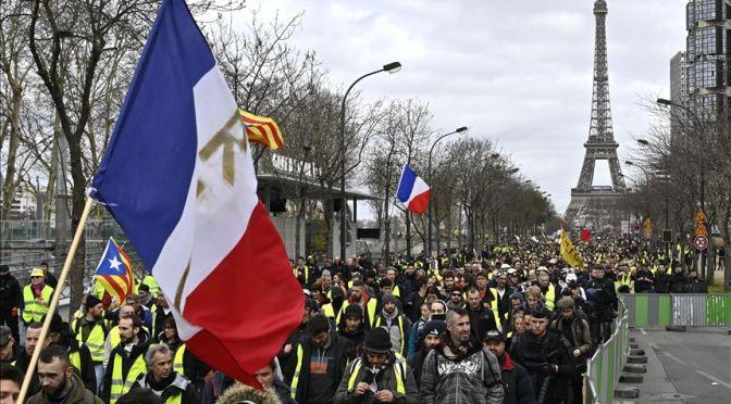 """Protestas francesas piden """"libertad"""" en medio de la presión del gobierno contra la vacuna"""