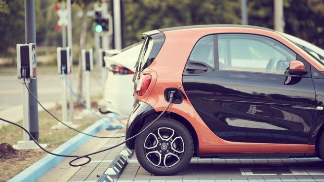 Biden establecerá el objetivo de un 50% de vehículos eléctricos para 2030; la industria respalda el objetivo
