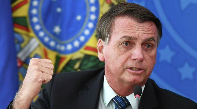 Bolsonaro dice que todo el mundo debería comprar un rifle