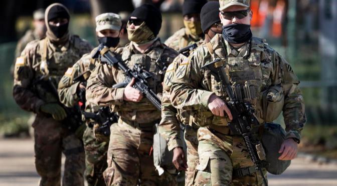 Estados Unidos exigirá a todos sus militares vacunarse contra COVID