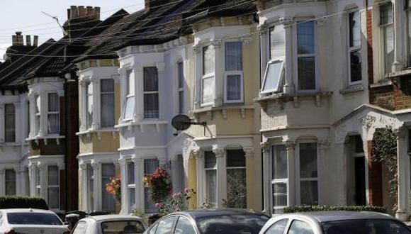 Ventas de propiedades en el Reino Unido se reduce a la mitad después