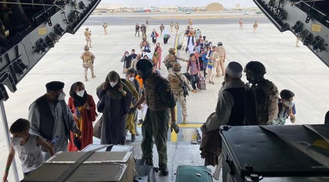 """Evacuación afgana en """"pie de guerra"""" mientras el G7 cumple con la fecha límite de retirada"""