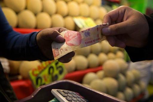 Inflación se desacelera en agosto pese a seguir por encima de rangos de Banxico