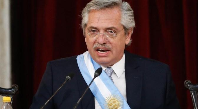 Presidente Fernández reorganiza su gabinete después de crisis de la semana