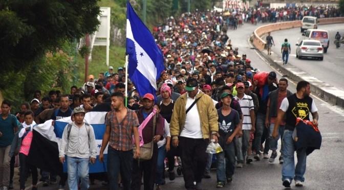 Cerca de 500 migrantes caminan por noreste México hacia frontera