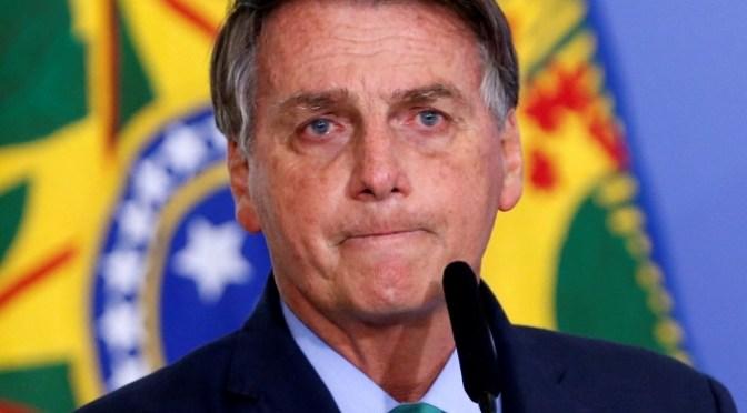 Bolsonaro firma ley que podría romper patentes de vacunas COVID-19