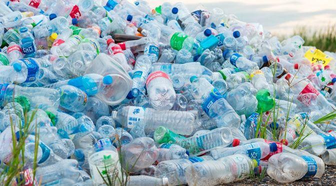 Promueven la reutilización de plástico que termina en los océanos para productos
