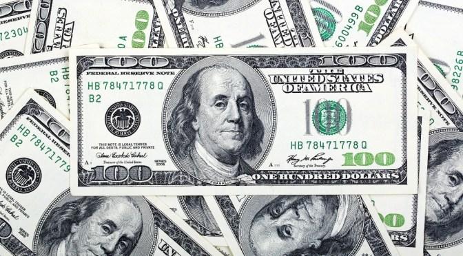 Dólar se mantiene por debajo de máximos de dos semanas