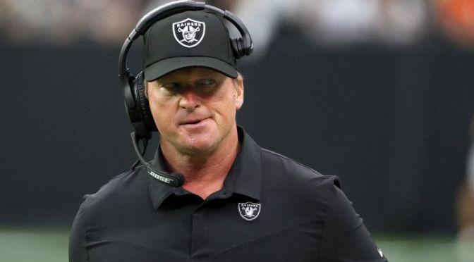 Jon Gruden renuncia como coach de los Raiders después de comentarios sexistas, homófobos, racistas y misóginos en correos electrónicos