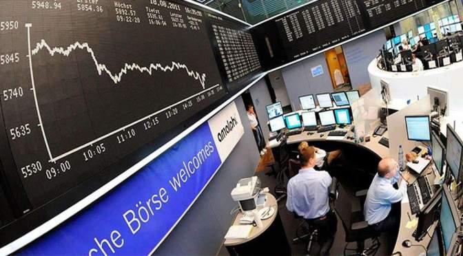 Bancos y los fabricantes de chips arrastran a las acciones europeas a la baja