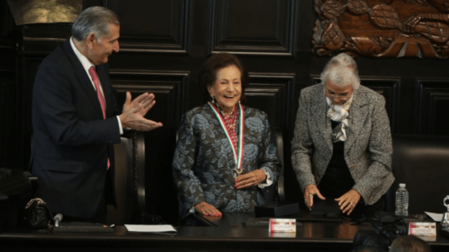 Recibe Ifigenia Martínez la medalla Belisario Domínguez
