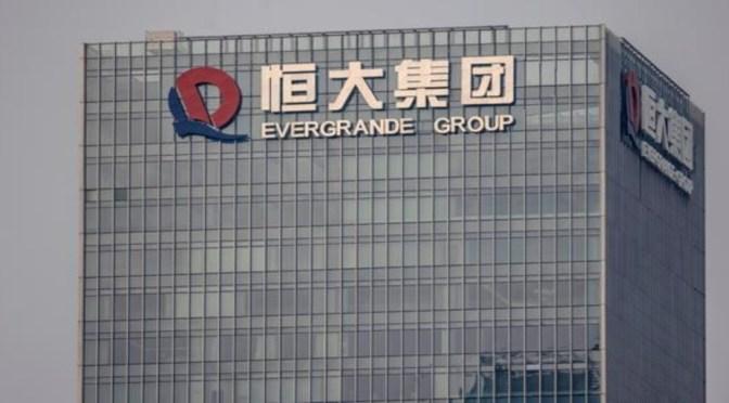 Evergrande dice que seis ejecutivos han devuelto fondos del reembolso anticipado de productos