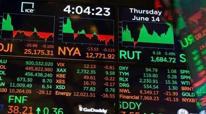 Futuros bursátiles de Estados Unidos caen al inicio del mes