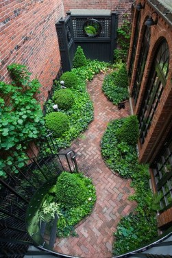 Amazing Small Courtyard Garden Design Ideas 10