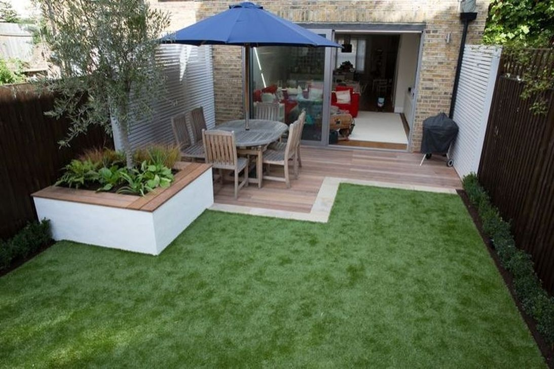 Amazing Small Courtyard Garden Design Ideas 13