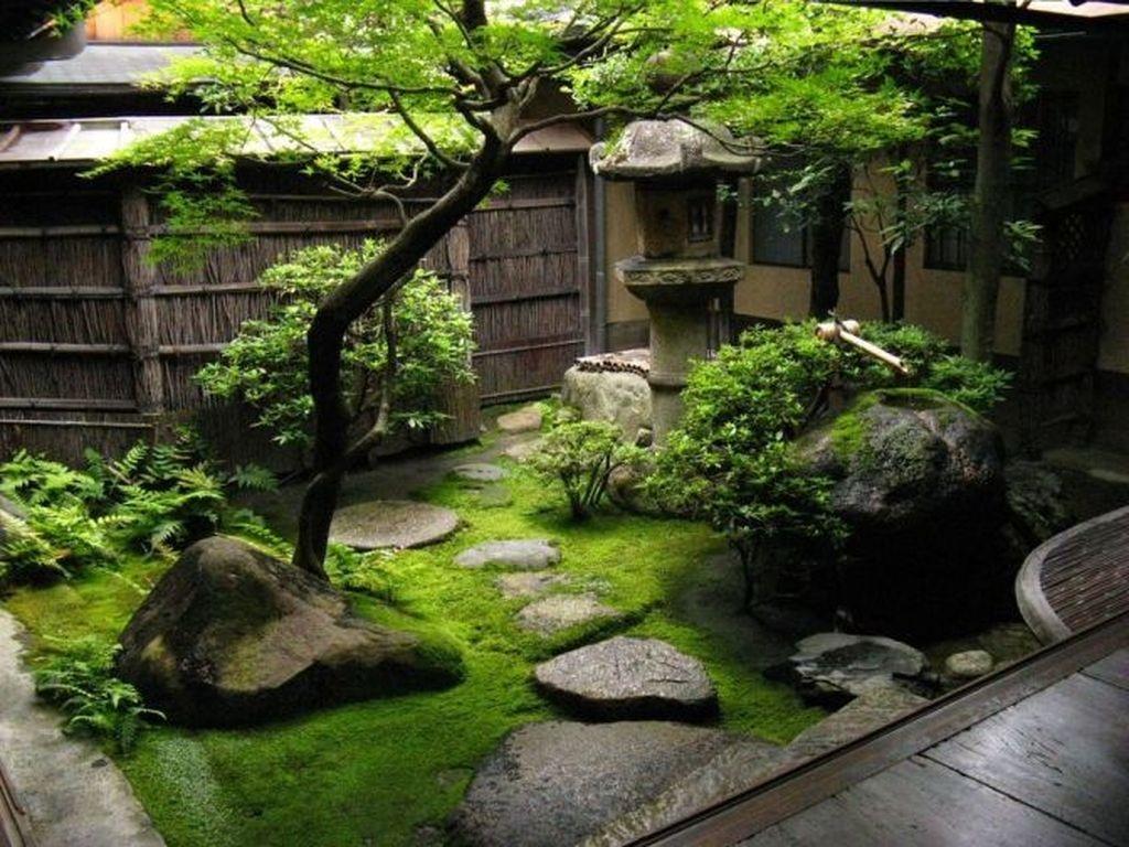 Amazing Small Courtyard Garden Design Ideas 27
