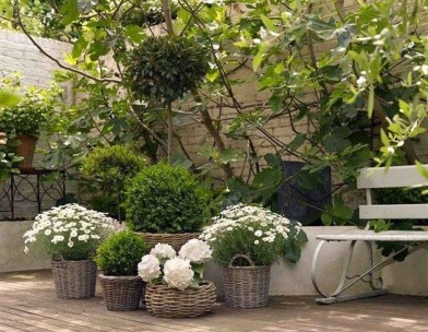 Amazing Small Courtyard Garden Design Ideas 29