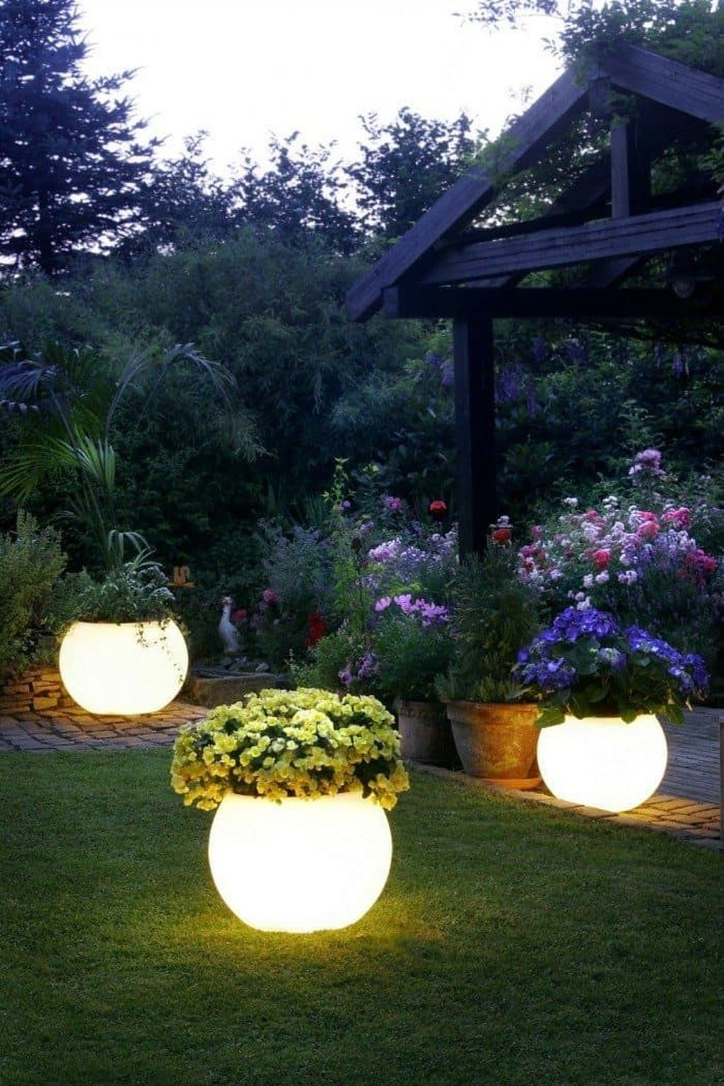 Inspiring Outdoor Lighting Ideas For Your Garden 35