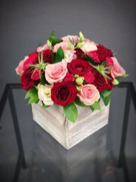 Lovely Rose Arrangement Ideas For Valentines Day 18