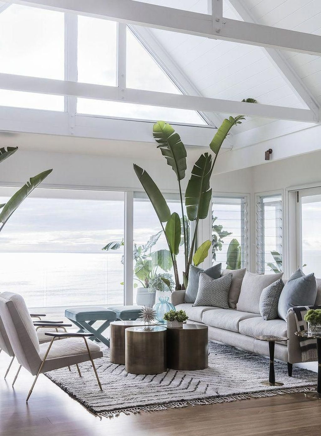 Amazing Coastal Living Room Decoration Ideas You Must Try 12