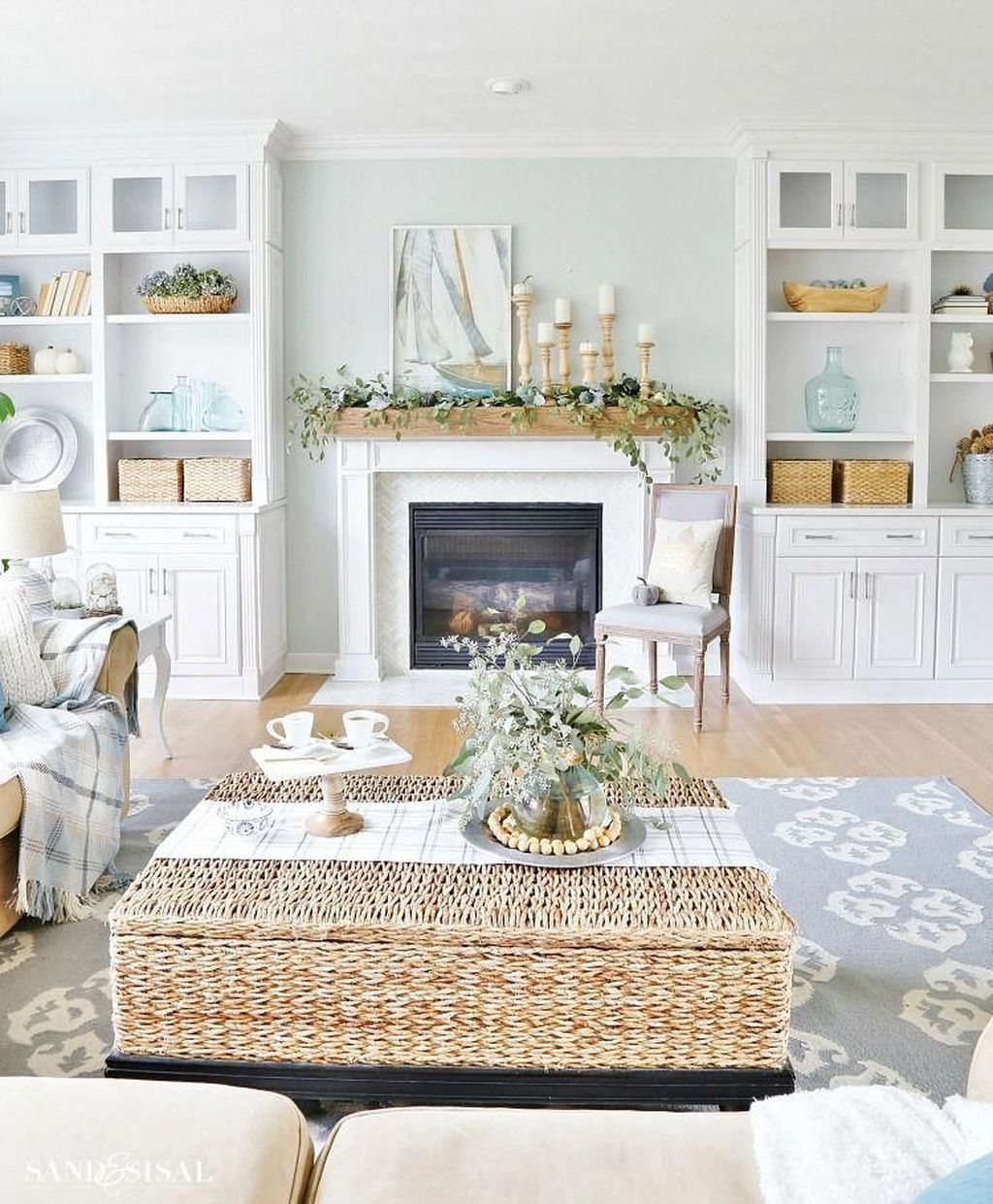 Amazing Coastal Living Room Decoration Ideas You Must Try 20