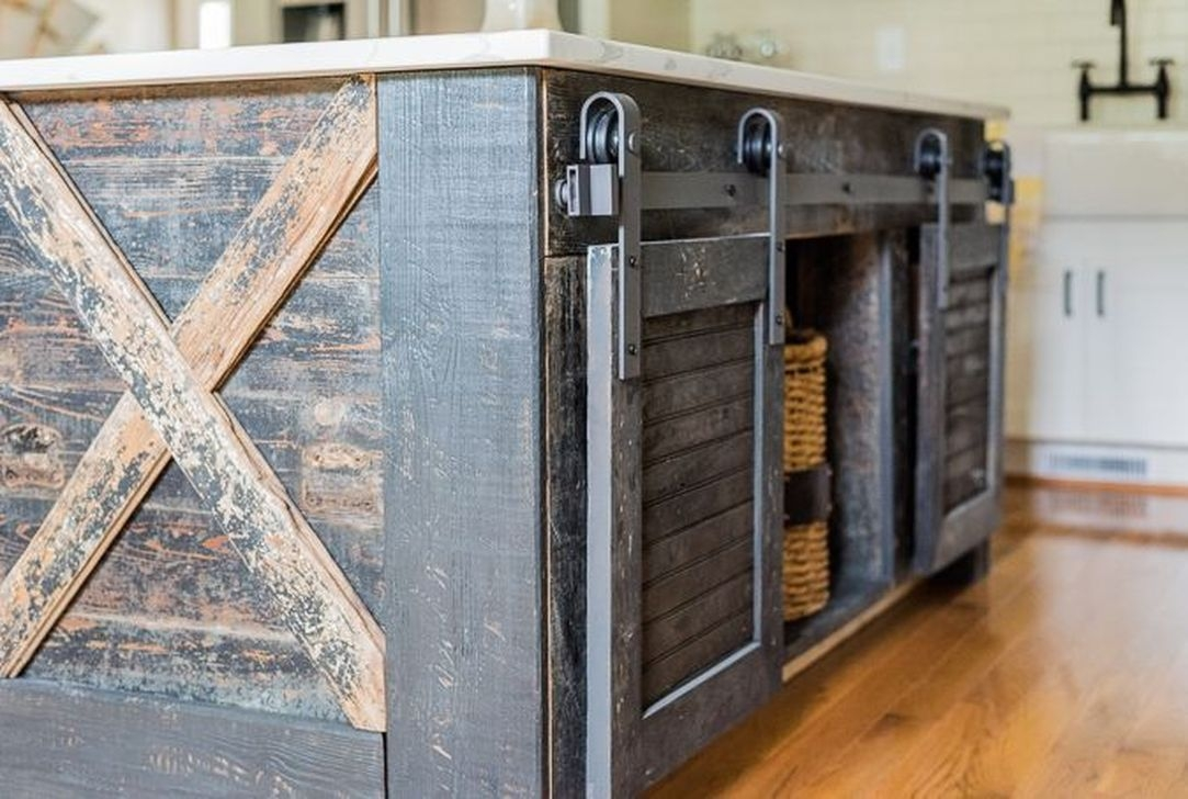 Awesome Rustic Kitchen Island Design Ideas 08