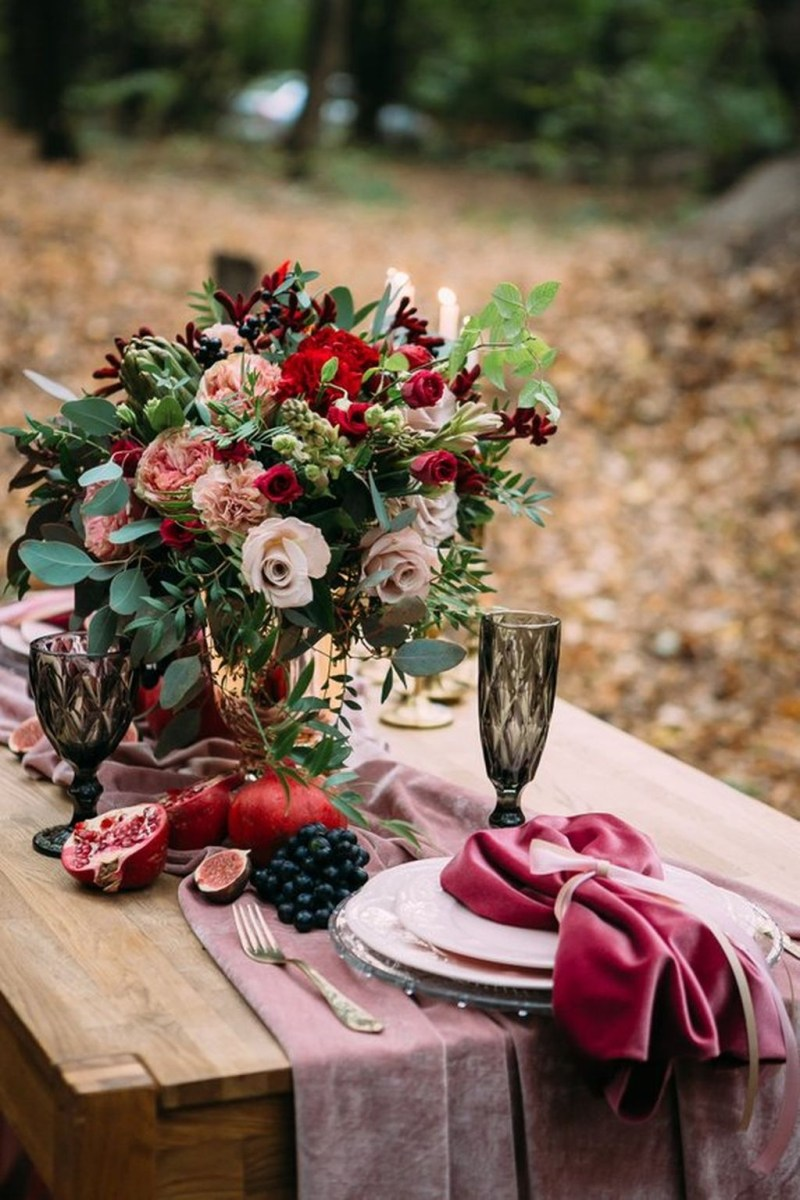 Beautiful And Romantic Valentine Dining Table Decoration Ideas 09